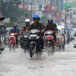 Cerita-Lucu-Somplak-Saat-Banjir
